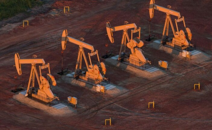 U.S. oil drillers cut rigs for a third week in a row -Baker Hughes