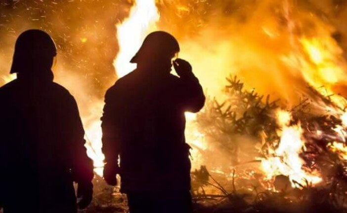 Firefighters battling 1,100 C flames protect Alberta oil sands