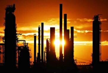 Oil edges higher above US$52 before inventory report