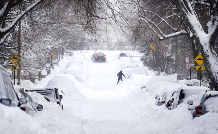 Quebec judge OKs class-action lawsuit after major Montreal snowstorm last March