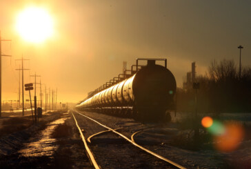 Railways unable to help ease oil glut as Canadian crude prices slide