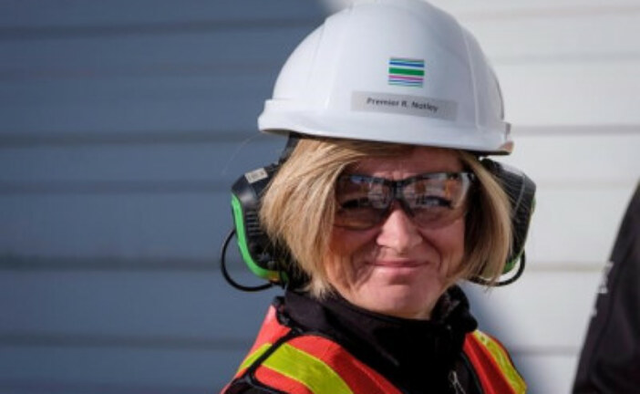 Alberta Premier Notley unveils high-profile task force to counter B.C. 'attack'