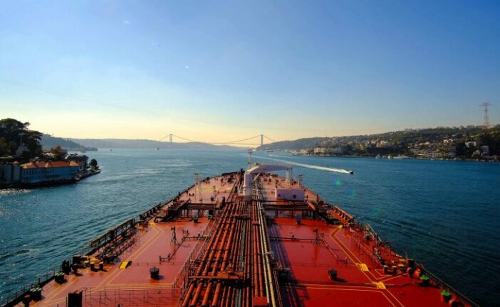 Oil prices rise on Iran sanctions, outlook uncertain