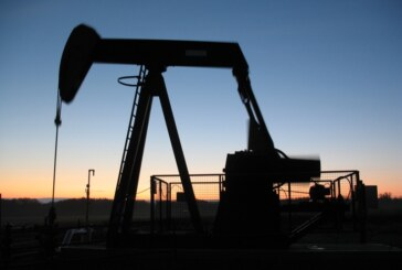 US crude rises 1.6%, settling at $45.33, but posts third straight weekly loss