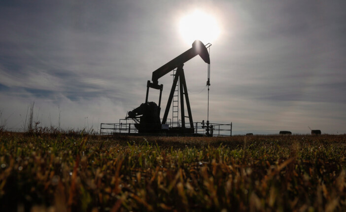 U.S. takes in the most Canadian crude in 8 years amid transport jams