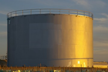 Oil prices mixed as oversupply fears mount