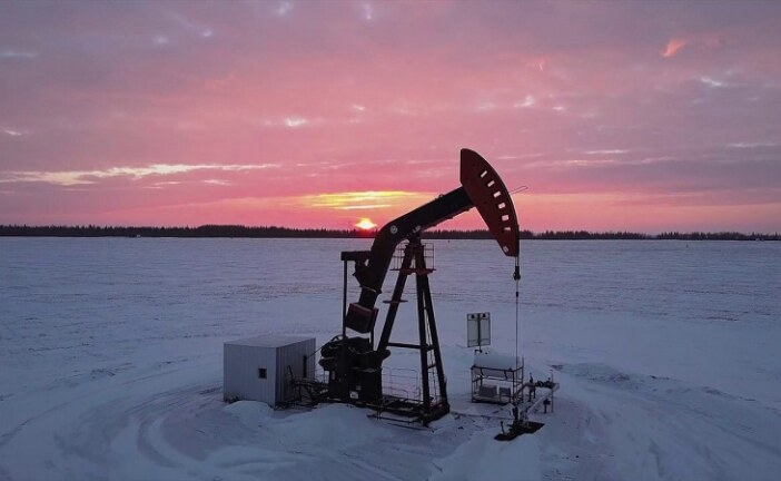 Alberta to give temporary break to some producers on oil cuts