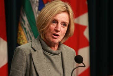 With pipelines in short supply, Notley urges Ottawa to boost crude-by-rail