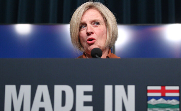 Alberta to ease oil production cut as glut shrinks and price climbs