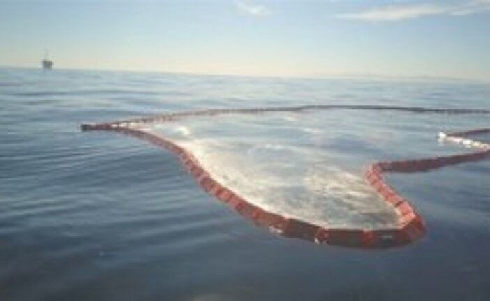 Ultra-light oil spill containment system could dramatically cut response time