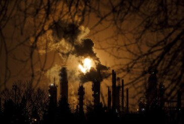 As Ottawa prepares to unveil its Clean Fuel Standard, industry warns of refinery shutdowns