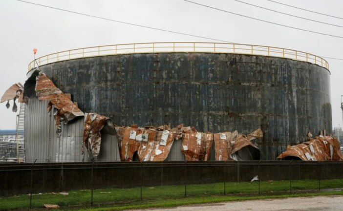 Harvey threatens more U.S. oil refineries after heavy rains